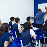 Alunos em sala de aula na unidade Elite Duque de Caxias